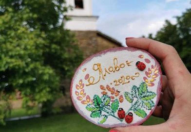 Деца дариха за реставрация на църква в тяхното село